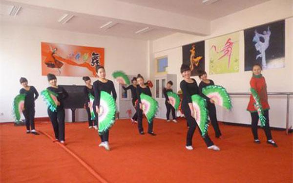 河北魏县第三中学乡村少年宫搭建农家孩子第二课堂图片
